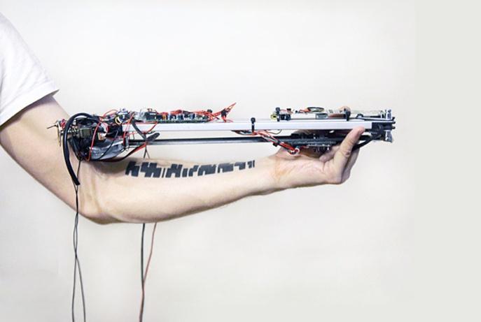 vtol-robot-reads-tattoos-as-musical-compositions-designboom-01